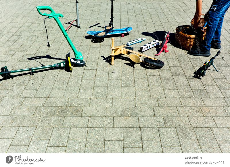 End-stage flea market Flea market Markets Saxony Saxony-Anhalt Town stassfurt urban scooter Toys Tidy up clean up pack up event man Human being leg Stand jeans