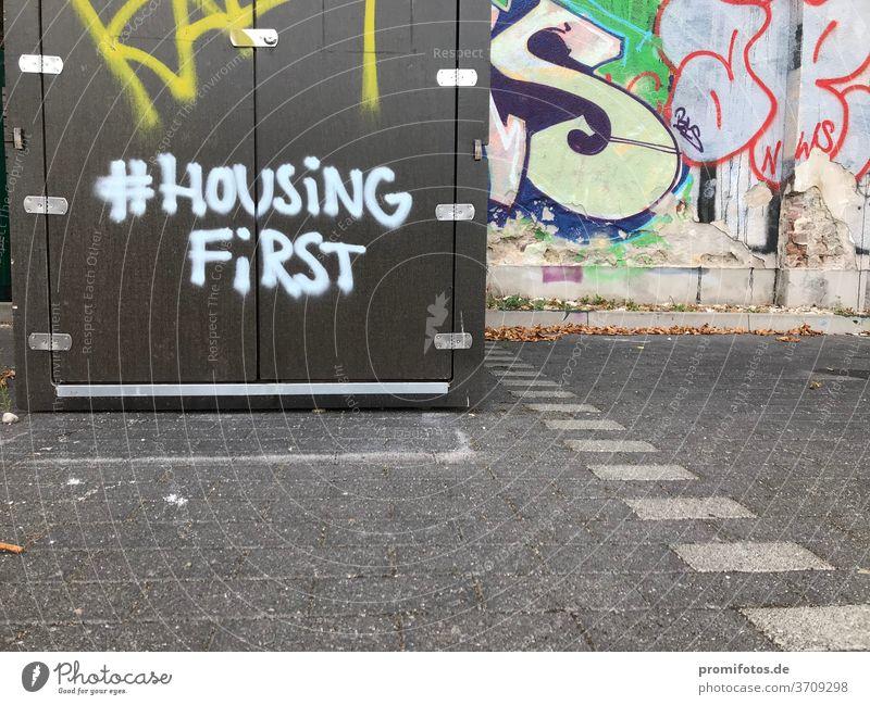 Graffiti with hashtag: #HousingFirst / Photo: Alexander Hauk Art daylight Exterior shots Ground Paving stone Landscape format housing housingfirst hash day