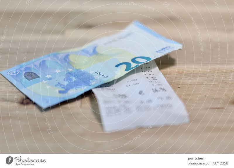 A 20 Euro note is on a bill. Pay, tip Bank note 20 euros receipt Invoice gratuity Paying Financial Industry Loose change Business Economy Restaurant Shopping