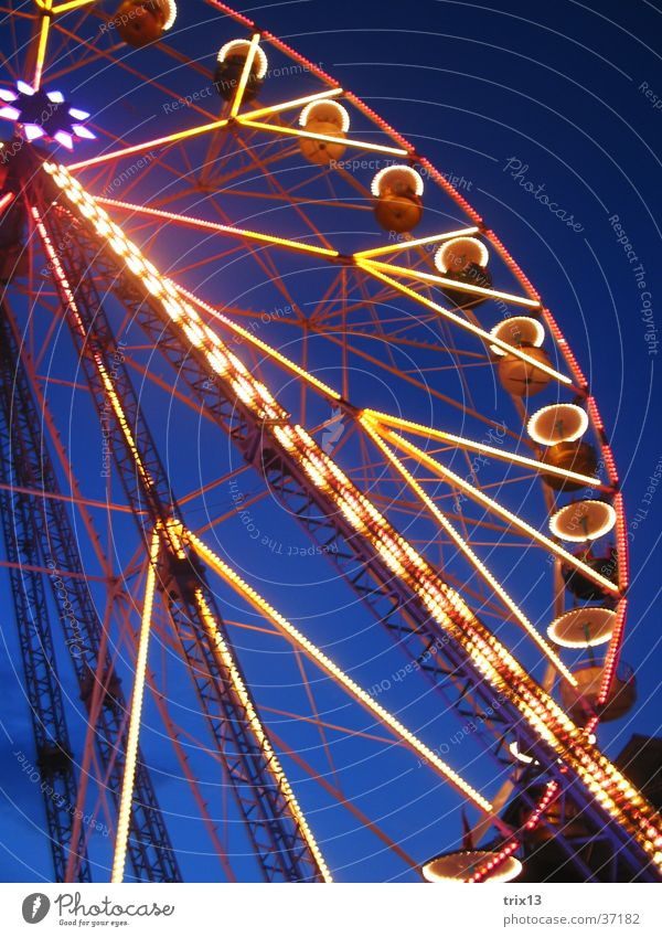Ferris wheel Light Lighting Dark Yellow Things Sky Blue Colour Detail Level Fairs & Carnivals