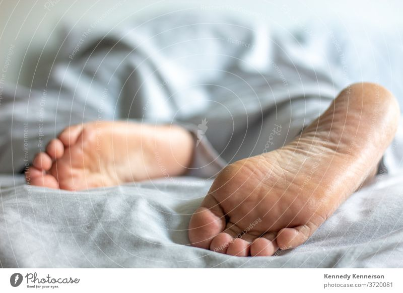 woman/man in bed relaxing under covers feet peaking out relaxing in bed bedroom Feet Good morning Sunday morning morning routine Morning Duvet Relaxation Lie