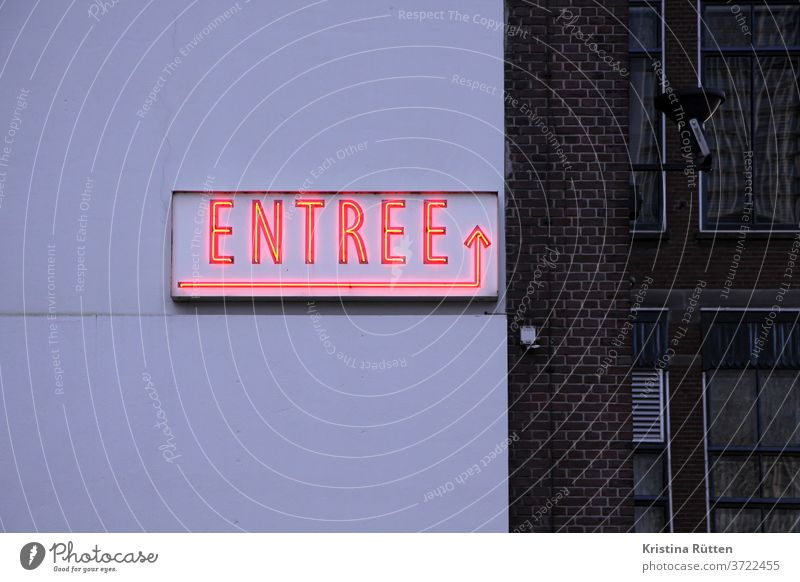 entrance light sign on house wall entree Entrance Arrow neon sign illuminated sign fluorescent tube typo typography Clue Direction Hotel Bear