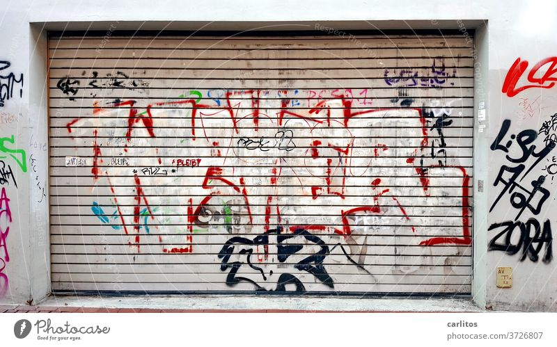 Graffiti on roller shutter | Is that art, or can it be removed? Goal Rolling door Garage Highway ramp (entrance) Highway ramp (exit) Colour Daub Vandalism Art