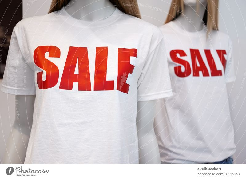 shop window mannequins advertising sale dummy shopping fashion t-shirt tshirt dummies clearance sales clothes clothing discount bargain cheap casual mall