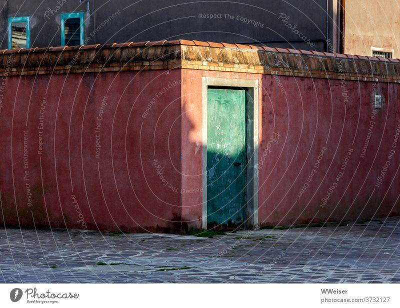 Evening light illuminates an old red wall with a green door Light Twilight Sunlight Summer evening warm Wall (building) Wall (barrier) Old Historic Venice