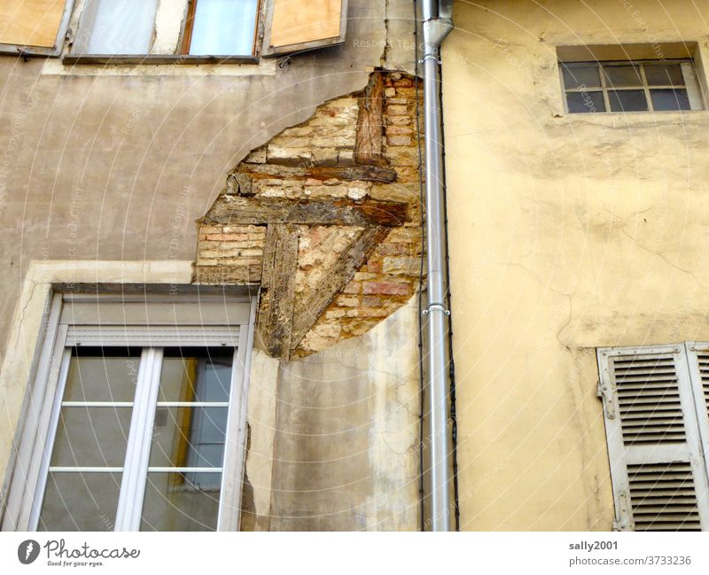 look behind the facade... Facade half-timbered Old Tumbledown Brick Flake off in need of renovation House (Residential Structure) Wall (barrier) masonry