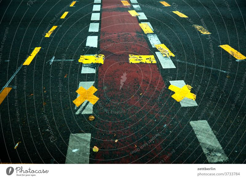road marking Turn off Asphalt Corner Lane markings Bicycle Cycle path Clue edge Curve Line Left navi Navigation Orientation Arrow Wheel cyclists cycle path