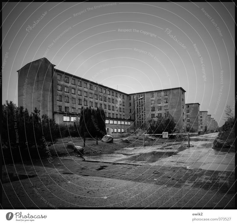 chamber of horrors Sky Horizon Rain Tree Bushes House (Residential Structure) Manmade structures Building Architecture Military building Tourist Attraction