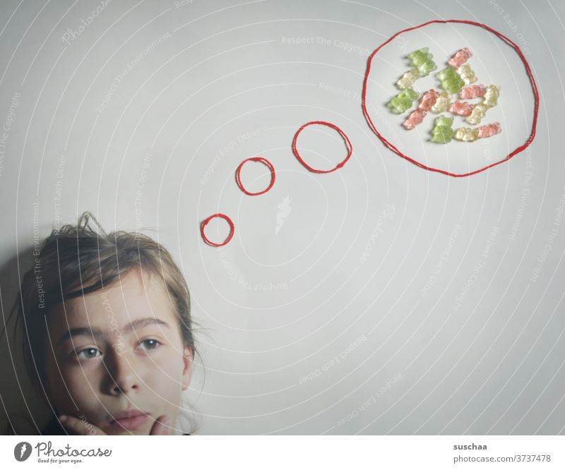 child thinks of sweets ... illustrated by a thought bubble with gummi bears in it Child Think Head bubble of thought Gummy bears Candy Nutrition Sweet Delicious