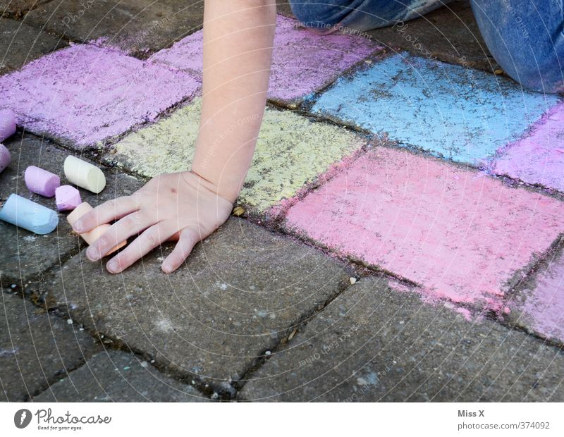 artists Leisure and hobbies Playing Children's game Human being Feminine Girl Hand 1 3 - 8 years Infancy 8 - 13 years Art Artist Draw Colour Creativity Sidewalk