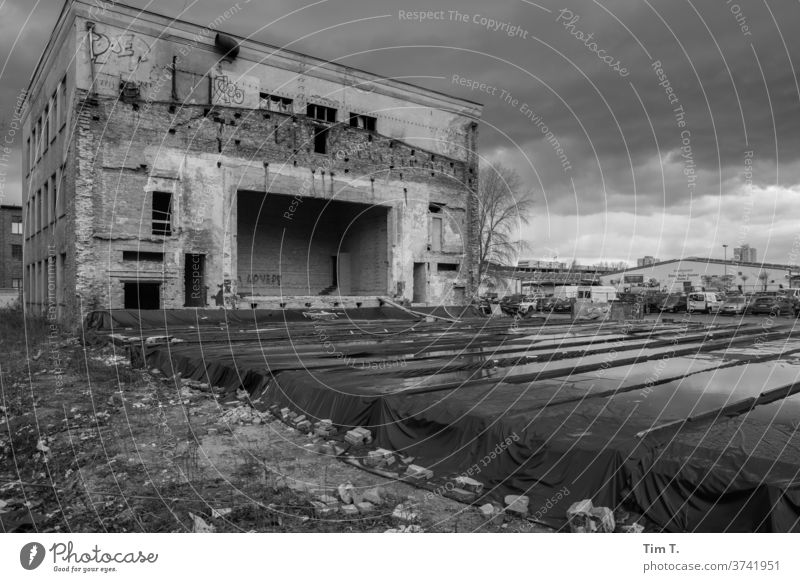 Stage Berlin Lichtenberg stage House (Residential Structure) Facade Architecture Deserted Exterior shot Day built Black & white photo Capital city Old town