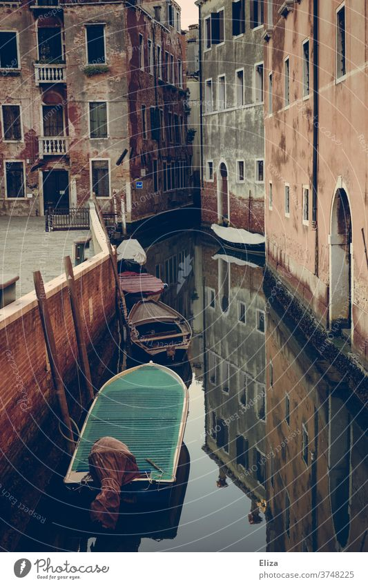 Canal in Venice with small boats and reflection Channel Water Old town Town House (Residential Structure) Italy morbid Tourist Attraction Weathered Small