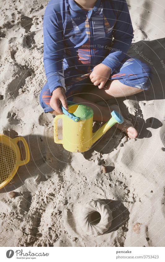 lebensnotwendig | spielen Kind Sand Meer Nordsee Strand Förmchen Eimer Kuchen Sandkuchen Sommer