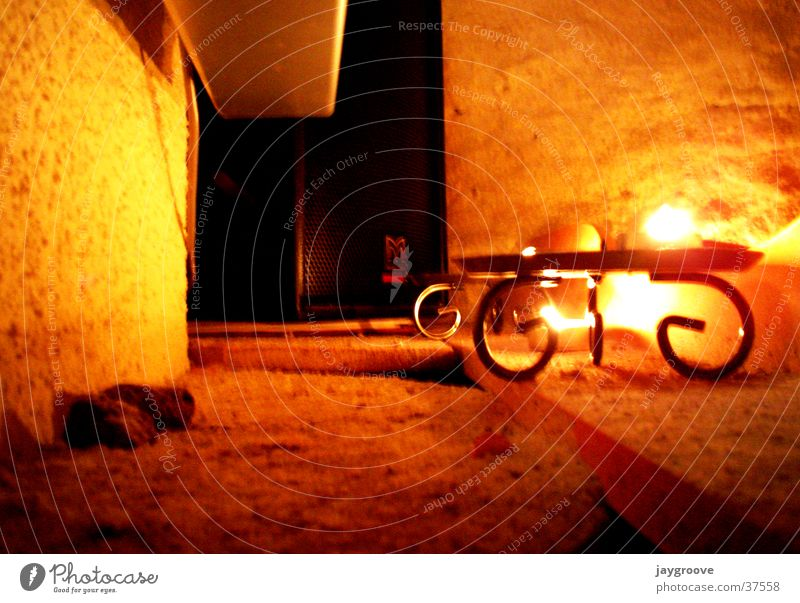 Wall (barrier) Warmth Candle Leisure and hobbies Physics Loudspeaker Cellar Candlelight