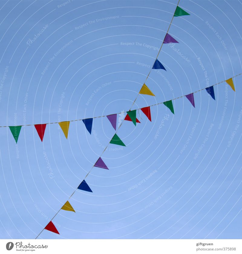 X Sky Cloudless sky Hang Leisure and hobbies Joy Dream Paper chain Decoration Flag Symbols and metaphors Carnival Feasts & Celebrations Happiness Cross Triangle