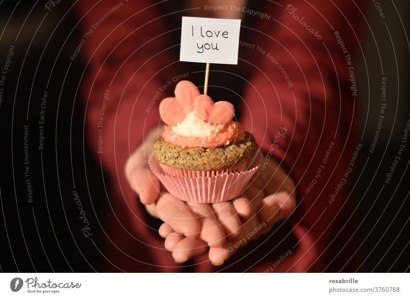 Declaration of love with muffin | dynamic Muffin Love i love you Heart Woman Valentine's Day hands Red pink Pink stop Text words I love you February 14