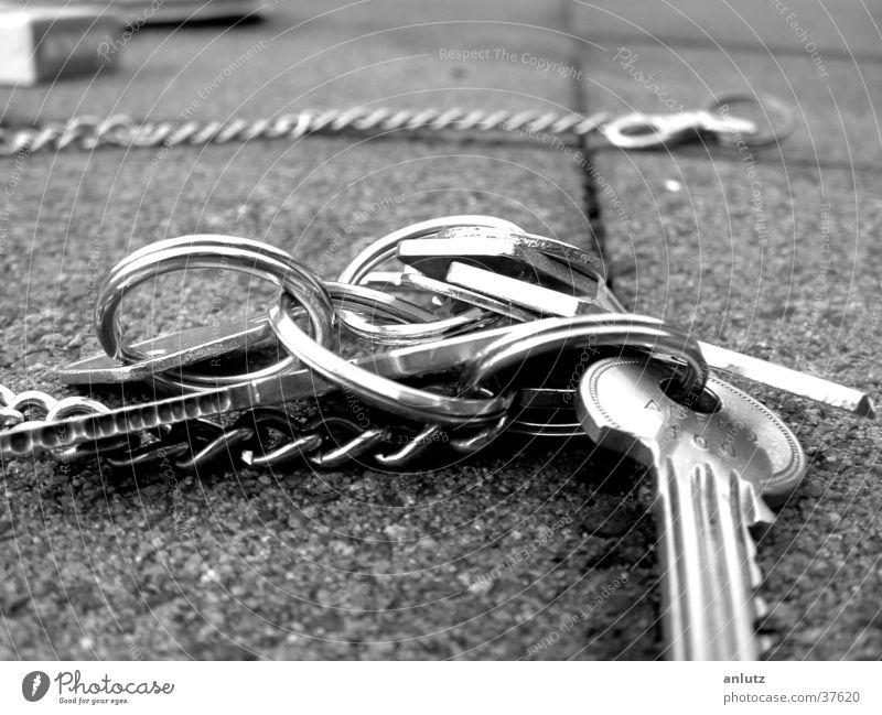 Metal Circle Silver Chain Terrace Key Close-up