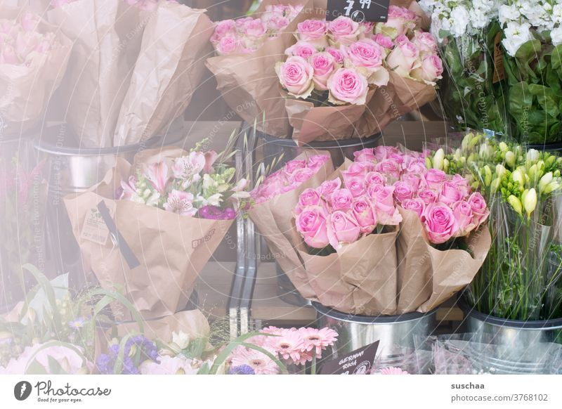 different bouquets of flowers at a flower stand Ostrich Bouquet Bouquets roses Fragrance give away Flower stall Sell Donate Birthday Valentine's Day souvenirs