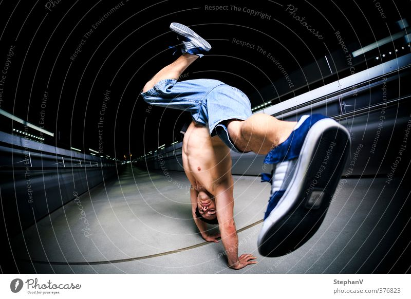 Breakdance Handstand Lifestyle Dance Sports Sportsperson Human being Masculine Young man Youth (Young adults) 1 18 - 30 years Adults Fitness Athletic Authentic