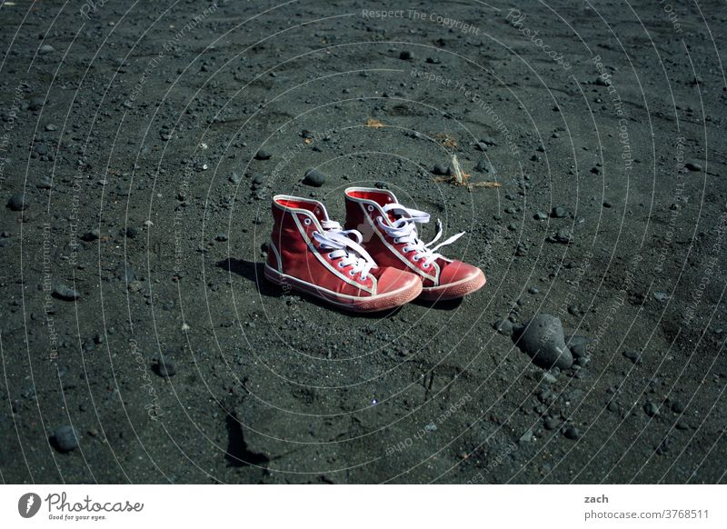 summer remains Beach Footwear Sand Ocean Vacation & Travel Coast Boots Black Lanzarote Red shoe Chucks