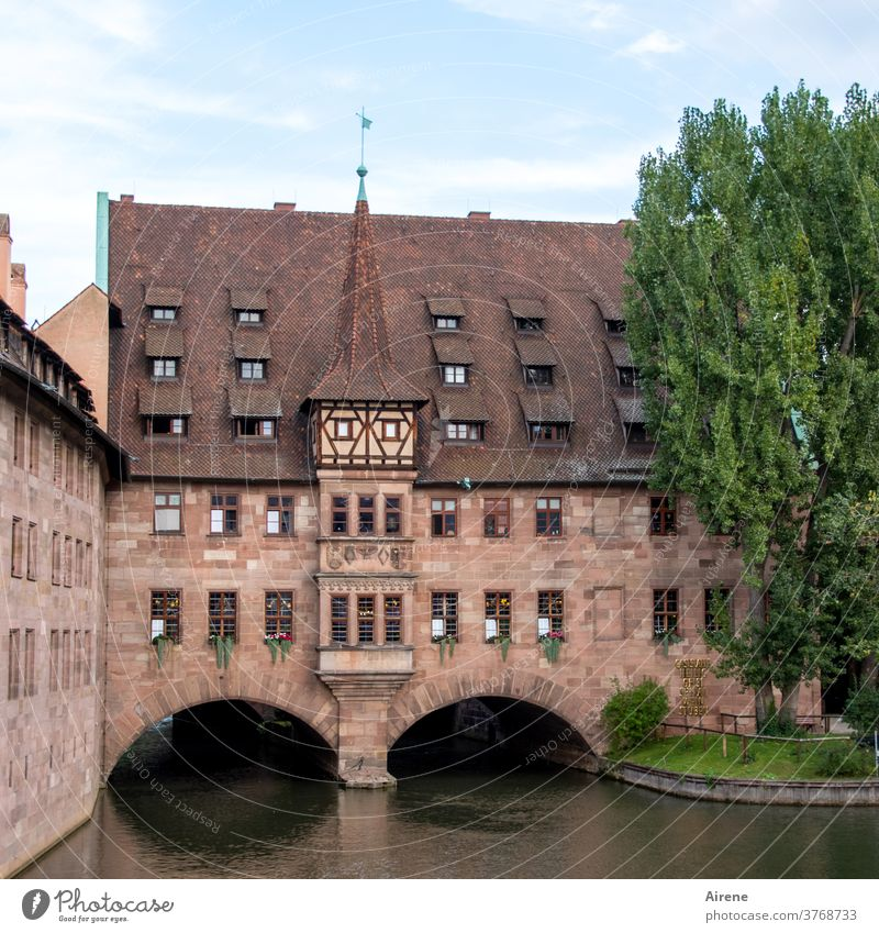 at the heart of Franconia Nuremberg Architecture built Historic Tourist Attraction Manmade structures Deserted Old town Facade Town pitched roof Wall (barrier)