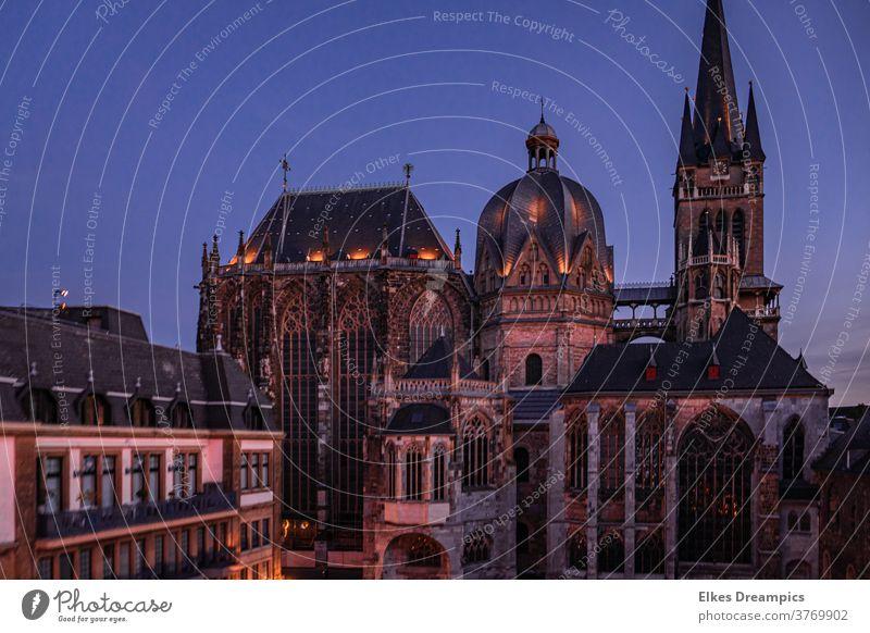 Aachener Dom zur blauen Stunde aachen dom weltkulturerbe abendlicht stadt