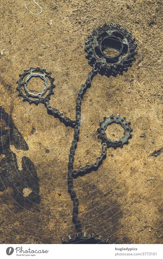 Flower formed from bicycle chains/parts and sprockets/gearwheels Bicycle bike parts Bicycle chain pinion Metal metallic flowers Art turnaround Workshop