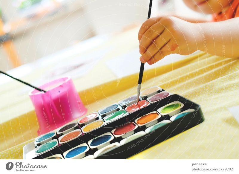wen die muse küsst   malerisch Wasserfarben Farben Kind Hand Pinsel malen Bild kreativ musisch Muse küssen schräg