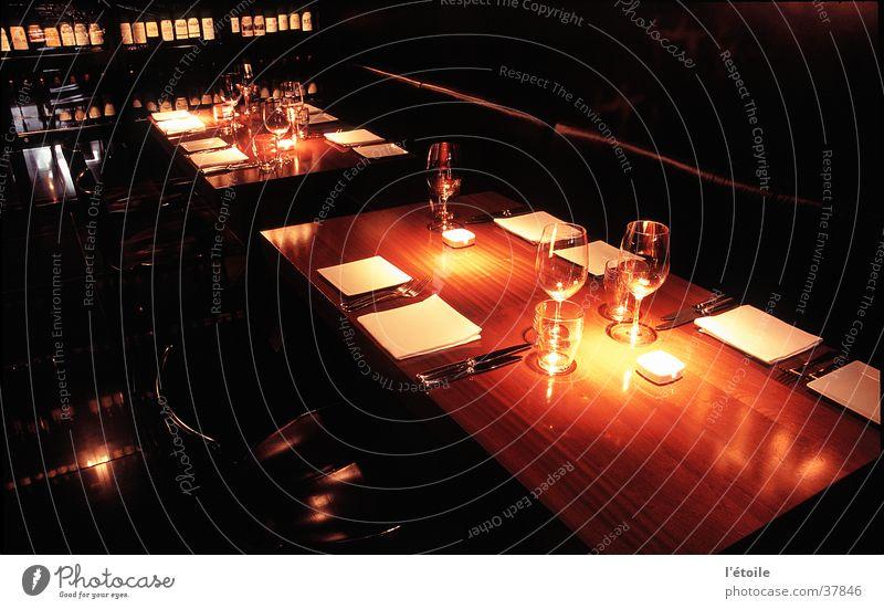 à la table Interior design Nutrition Table Restaurant Wooden table Long exposure downlight