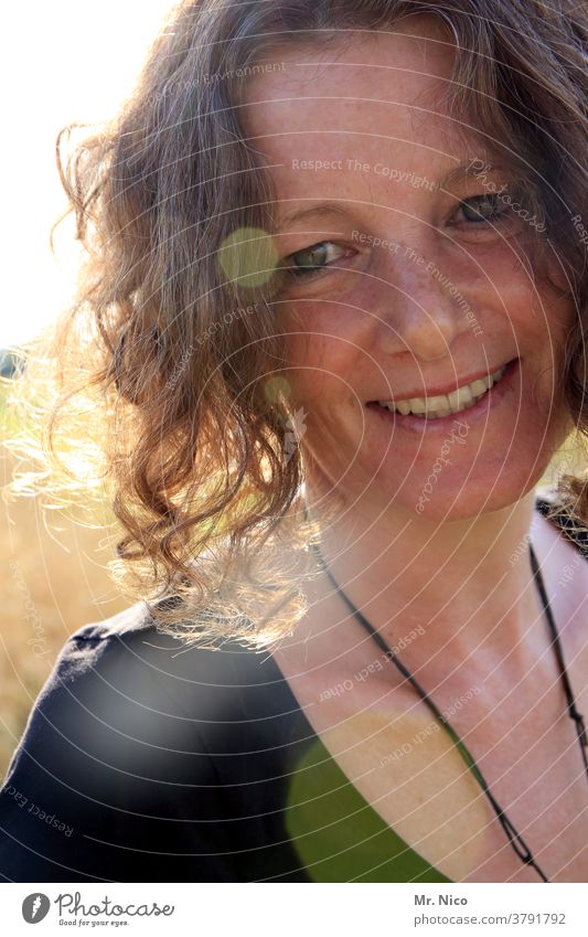 Portrait of a smiling woman in sunlight portrait Hair and hairstyles Looking Congenial Emanation Friendliness Attractive Happiness Sun Well-being Head pretty