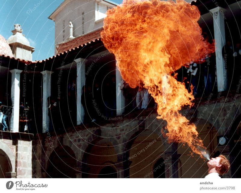 Man Street Fire Shows Audience Flame Bolivia Fire-eater La Paz