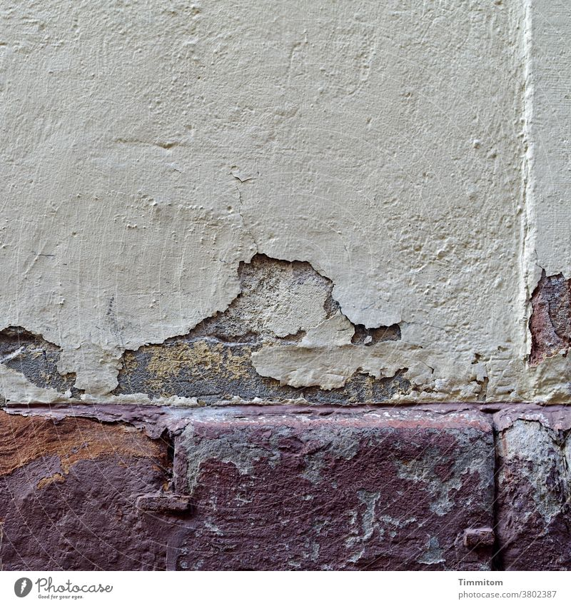 Silently the plaster trickles Plaster Wall (barrier) Wall (building) Cornice Old crumble away Facade Decline Transience Deserted Exterior shot shape Stone