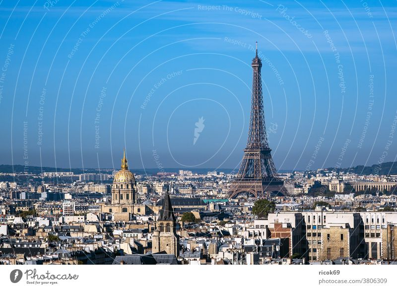 View of the Eiffel Tower in Paris, France Building Architecture Town eiffel tower Tour Eiffel Tourist Attraction Historic Old voyage vacation destination
