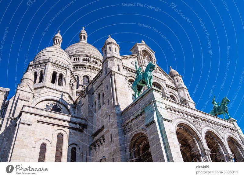 View of the Basilica Sacre-Coeur in Paris, France Building Architecture Town Tourist Attraction Sacré-Coeur Montmartre Historic Old voyage vacation destination
