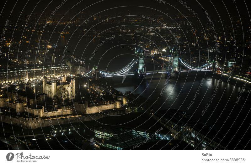 Tower of London at night. Themse Thames tower Bridge bridge Town Transport traffic Manmade structures Street street England metropolis River river Construction