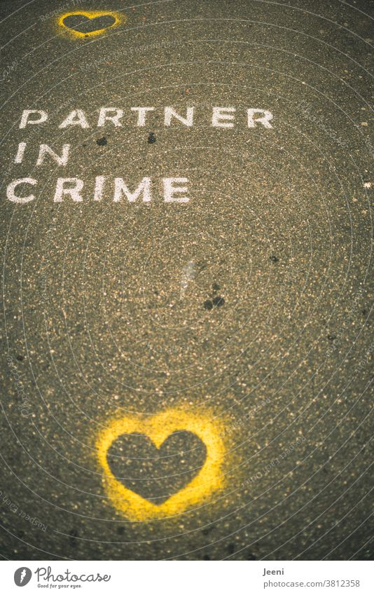 """A path with street paintings with the words """"PARTNER IN CRIME Love Street painting off Chalk Accomplice Asphalt Spray chalk Painting (action, artwork)"""