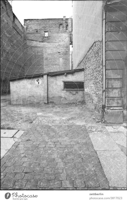 Old unknown architecture in East Berlin House (Residential Structure) Building rear building Corner Niche Interior courtyard Garage Flake no parking.