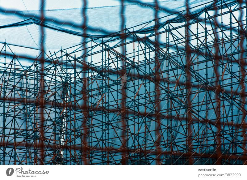 Scaffolding, seen from the rear Armour pole scaffolding pole statics Construction site tarpaulin advertising tarpaulins Advertising publicity