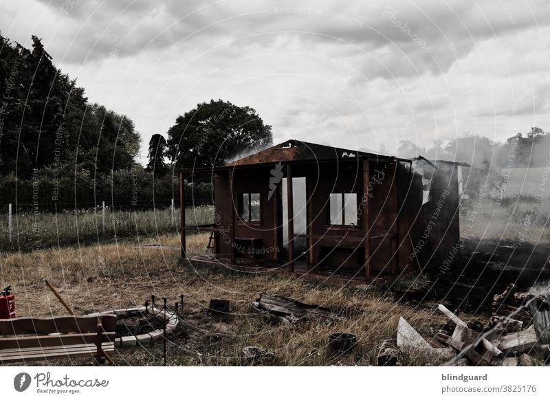 We'll burn the house down! The tragic end of a garden hut, innocently sacrificed to film works. Fire Smoke Ruin Blaze peril Fire department Burn Threat Hot
