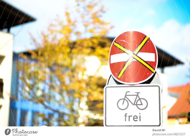 Road signs - No entry and bicycles free - Traffic signs Prohibition of entry Free Cycle path Town Signs and labeling forbidden allowed Clue Transport