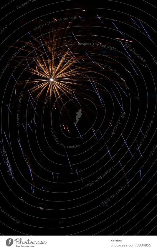 A shining star from the fireworks in the dark sky Firecracker New Year's Eve Explosion Light Night Feasts & Celebrations Pyrotechnics Night sky Sky Dark moody