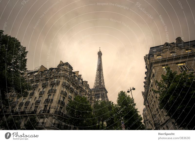 Paris en gris Sky Clouds Storm clouds Summer Bad weather France Town Capital city Downtown Old town House (Residential Structure) Tourist Attraction Landmark