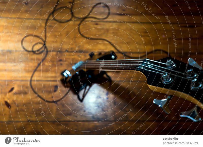 Bird's eye view of the bass Bass guitar guitar bass Neck Head vertebra Musical instrument string stringed instrument Rock music Cable domestic music Sample