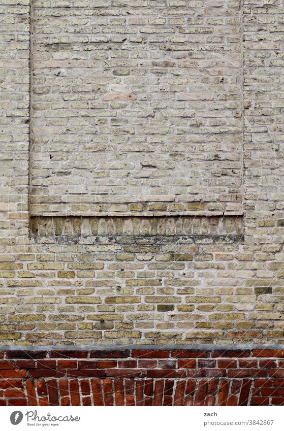 Art in buildings l Ventilation impossible Facade Brick Wall (building) Wall (barrier) House (Residential Structure) Stone Red Manmade structures Architecture