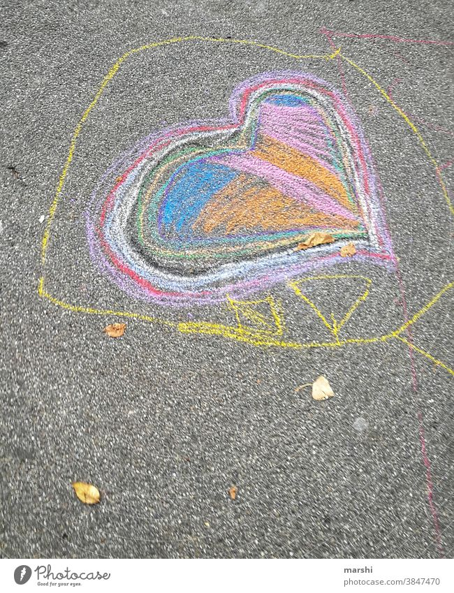 love is colourful Love Heart Chalk Painting (action, artwork) Street Infancy Sincere Joy emotion corona variegated Heart-shaped artistic In love Valentine's Day