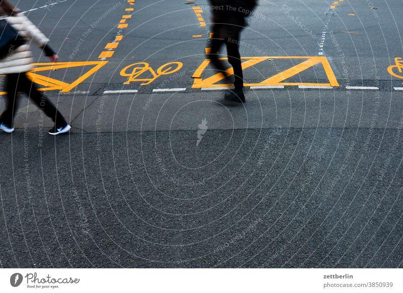 Pedestrians in the pedestrian zone Friedrichstraße, Berlin Asphalt Corner Lane markings Cycle path Clue edge Curve Line Left navi Navigation Orientation Arrow
