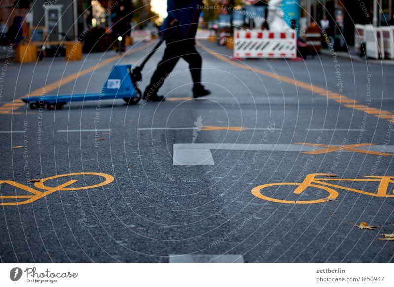 Goods delivery in the pedestrian zone Friedrichstraße, Berlin Asphalt Corner Lane markings Cycle path Clue edge Curve Line Left navi Navigation Orientation