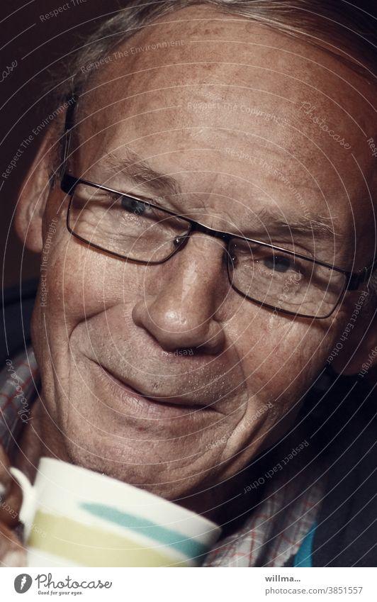 Careful, it's hot! (part 1) Senior citizen Man kind Smiling grandpa dear Goodness Eyeglasses Brileneur Friendliness Cup have coffee Drinking Happy Contentment