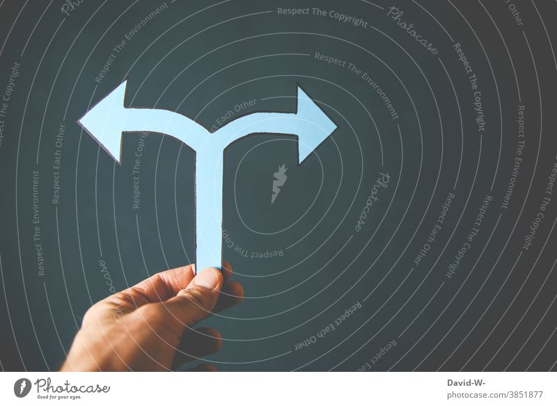 Arrow left or right ? Decide Indecisive Direction Left Right Target Future stage of life off Trend-setting