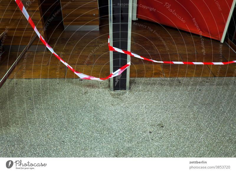 Barrier tape red-white barrier tape Band flutterband Barred lock transit ban interdiction Rule Warn Crime scene room Room Wait Waiting room Column public